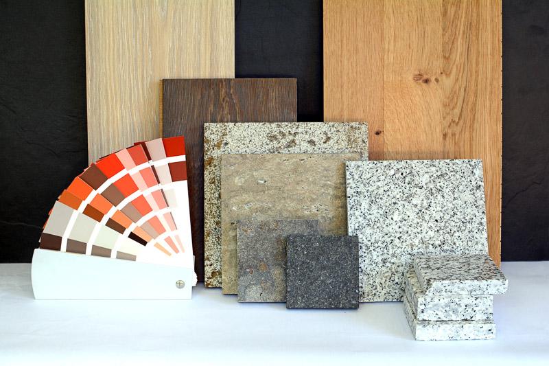 Home Staging Immobilien-Showroom Darstellung der Materialauswahl für einen Neubauwohnung, Fliesen, Parkett, Farbkarte